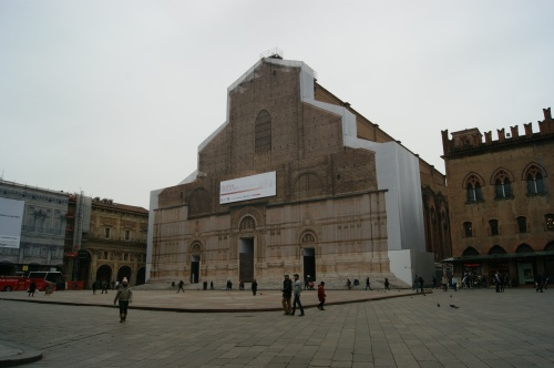 Igreja San Petronio - fachada em restauração